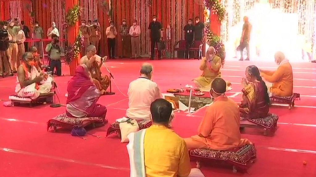 प्रधानमंत्री मोदी ने की भगवान राम की पूजा अर्चना, रखी आधारशिला