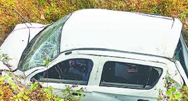 रानीखेत में सड़क हादसा, आठ घायल