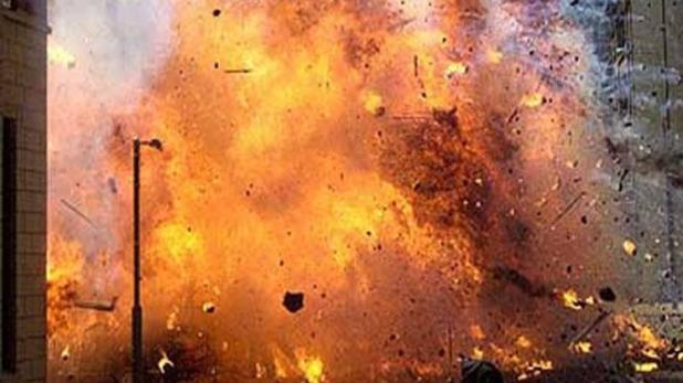 कश्मीर में धमाका, मेजर समेत 2 जवान घायल