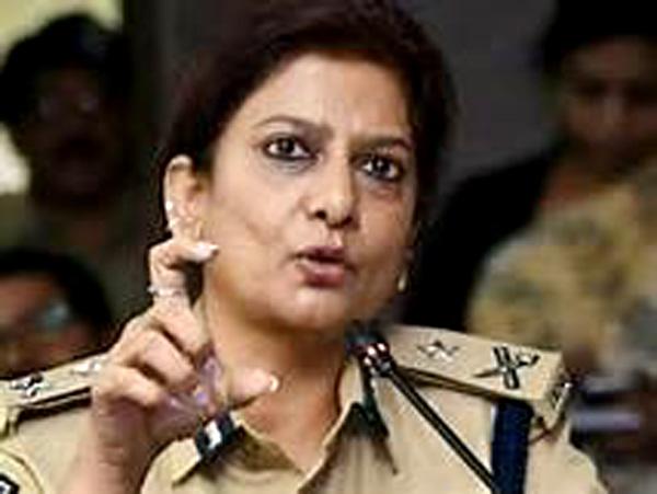 पहली बार श्रीनगर में महिला अधिकारी को सौंपी गई सीआरपीएफ की कमान