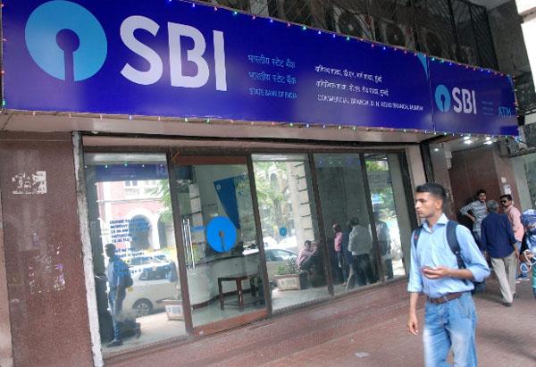 एक अक्टूबर से SBI खाता धारकों के लिए बदल जाएंगे नियम