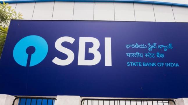 SBI करेगा 30 हजार बैंक कर्मचारियों की छंटनी