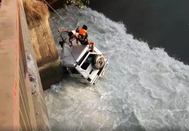 नहर में गिरी तेज रफ्तार कार, रुड़की के तहसीलदार समेत तीन की मौत