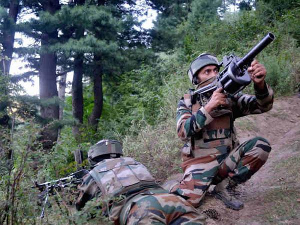 एलओसी पर युद्ध जैसे हालात, भारत के 4 जवान शहीद, पाकिस्तान के 20 से अधिक सैनिक ढेर