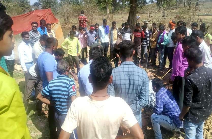 लापता सगी बहनों के शव तालाब में तैरते मिले, जानें- विरोध करने पर कहाँ की गई परिजनों से मारपीट