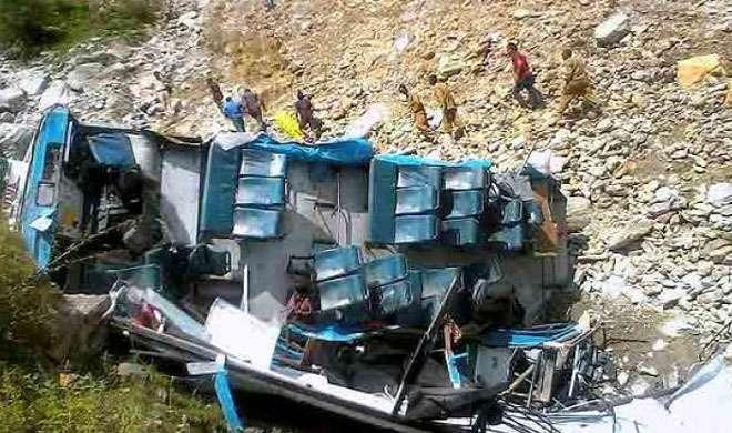 नेपाल के बैतड़ी में छह सौ मीटर खाई में गिरी बस, नौ मरे