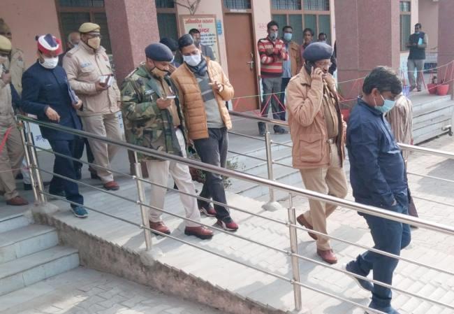 दिल्ली कूच पर अड़े किसानों को 'समझाने' पीलीभीत भेजे गए 'एनकाउंटर स्पेशलिस्ट' आईपीएस अजयपाल शर्मा