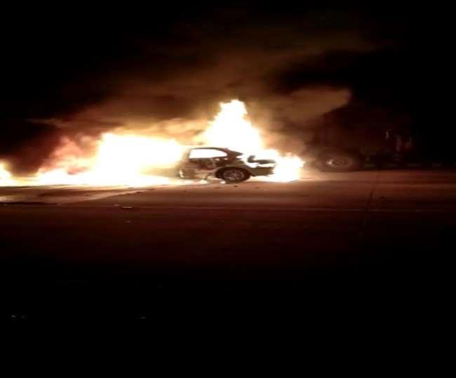 कंटेनर से भिड़ंत के बाद धू-धूकर जली कार,  सभी पांच सवार जिंदा जल मरे