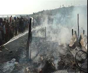 हल्द्वानी: गौला रेंज की जवाहर नगर बस्ती में आग मेंं दर्जन भर झोपड़ियां खाक