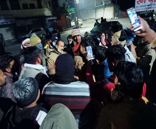 बाजपुर में उधार गुटखा देने से मना करने पर चढ़ाई कार, दुकानदार की मौत, तीन अन्य घायल