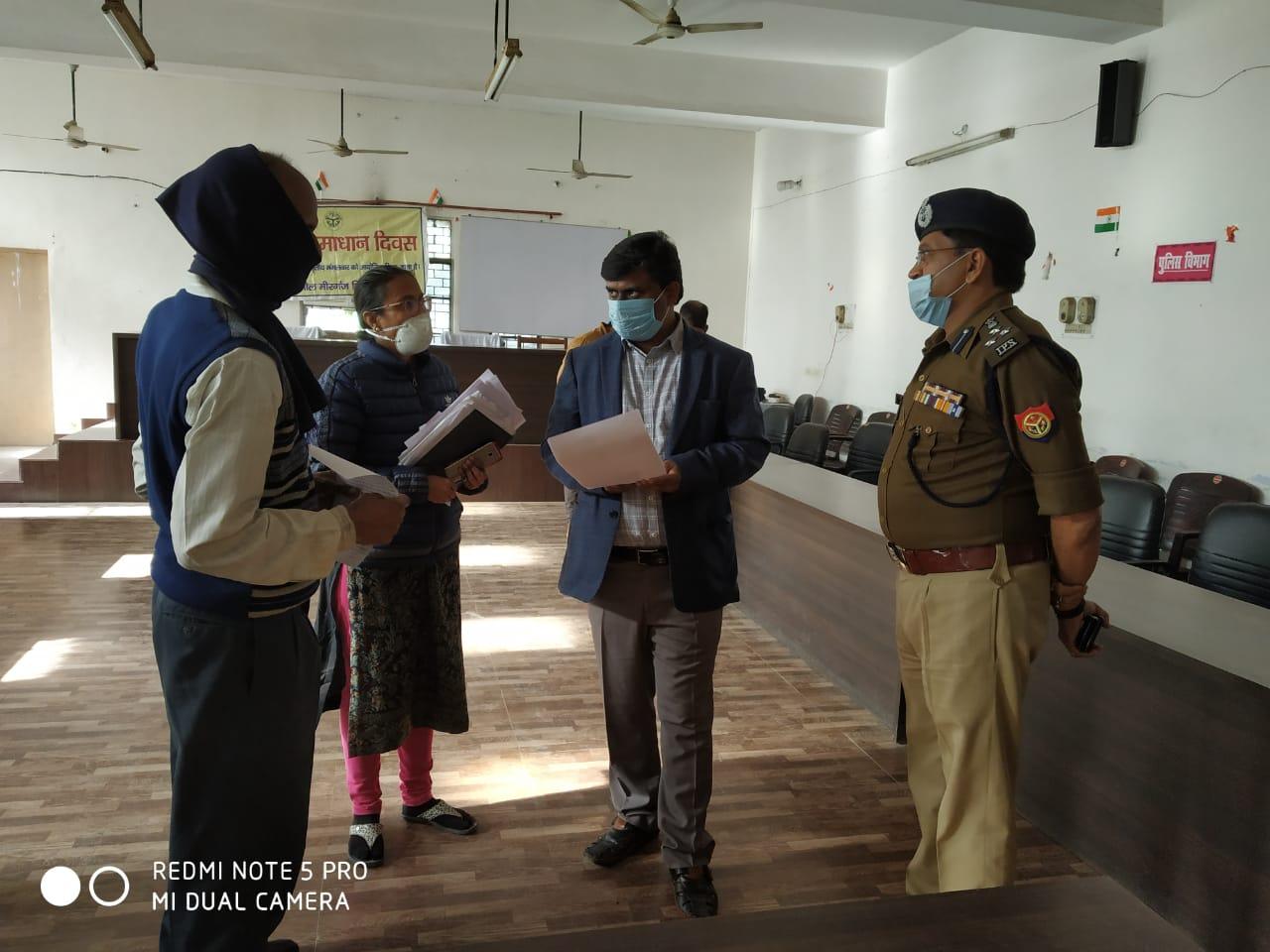 कमिश्नर-डीआईजी ने मीरगंज मेंं सुनीं 33 जन शिकायतें, निस्तारण शून्य