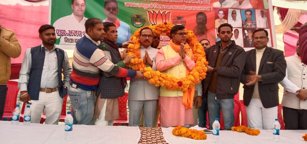 फूलमालाओं से लादे गए नमो सेना इंडिया पश्चिमी उत्तर प्रदेश के नवनियुक्त अध्यक्ष प्रेमशंकर, महामंत्री नितिन शर्मा, संगठन का किया विस्तार