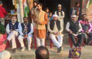 मीरगंज के दर्जनों गांवों मेंं घूमी कांग्रेस की किसान संदेश पदयात्रा