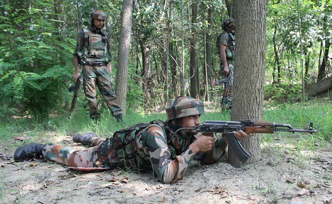 बिग ब्रेकिंग : पुलवामा में सुरक्षा बलों की आत॔कियों से मुठभेड़, दो आतंकी ढेर