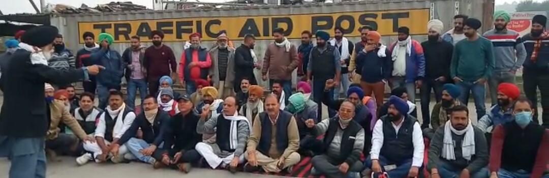 रुद्रपुरः आंदोलित किसानों का देवरिया टोल प्लाजा पर कब्जा, फ्री किया