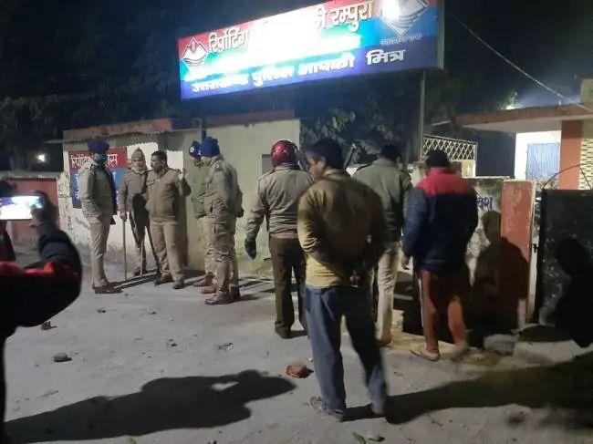 कम फोर्स मेंं भी रम्पुरा चौकी पुलिस ने दिलेरी दिखाकर ही बचाई उत्पातियों से युवक की जान