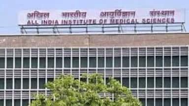 एम्स दिल्ली का पांच हजार नर्सिंग स्टाफ छह दिन से हड़ताल पर, मरीज हैं बेहाल