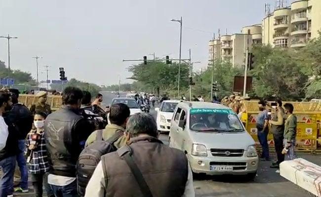 राजनाथ के आश्वासन पर दिल्ली-नोएडा लिंक रोड से हटे आंदोलित किसान