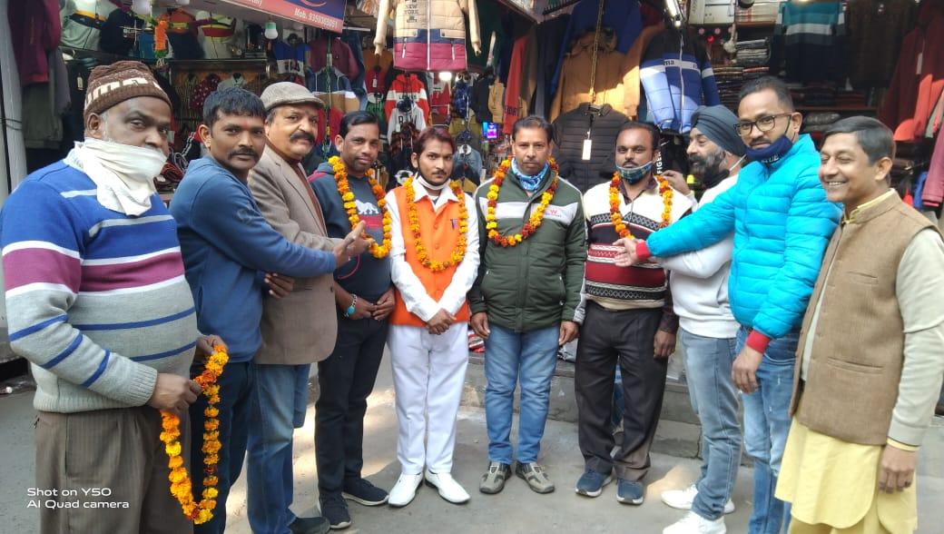 हल्द्वानी: मटर गली व्यापारी एसोसिएशन ने समाजसेवी लक्ष्मी नारायण को किया सम्मानित