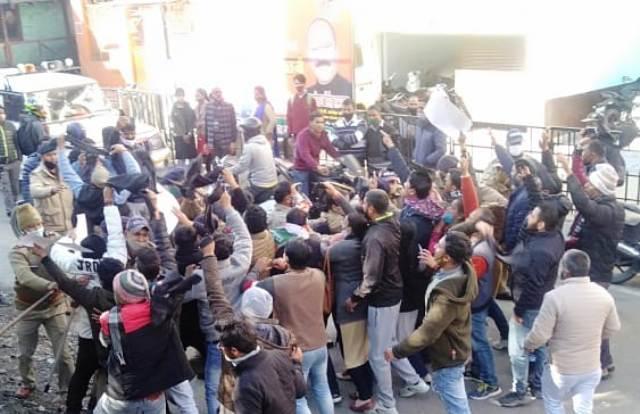 बंशीधर भगत का अल्मोड़ा में जबरदस्त विरोध
