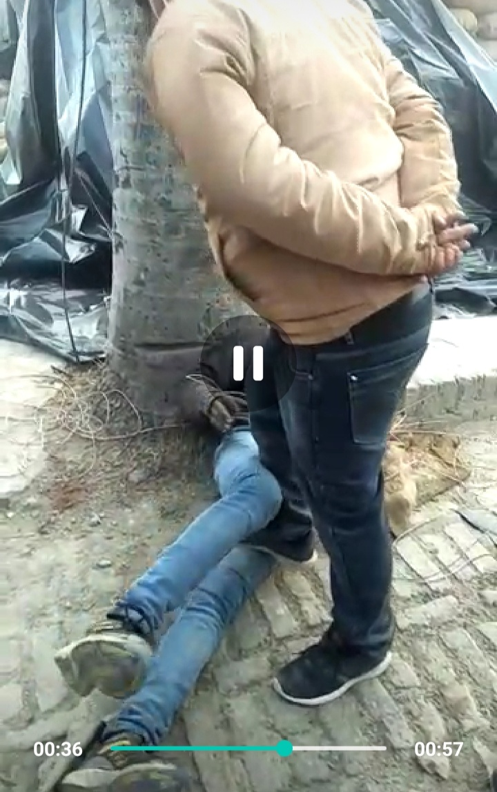 गदरपुर की राइस मिल में गरीब को तड़पाया, पहले लाठियों से पीटा, फिर घुटने पर पैर रखकर दी यातनाएं, देखें पूरा वीडियो