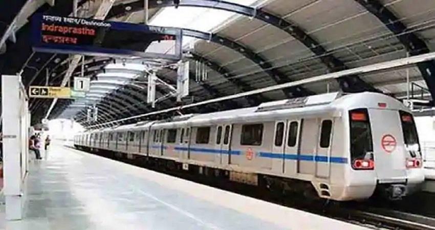 किसानों के उग्र प्रदर्शन के बाद लालकिला मेट्रो स्टेशन बंद