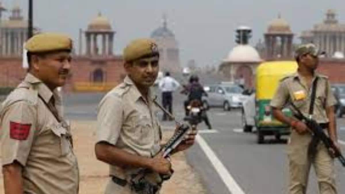 आतंकी हमले के इनपुट्स के बाद दिल्ली में हाई अलर्ट, सुरक्षा एजेंसियां चौकस