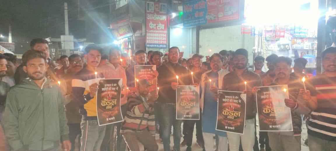 कांग्रेसियों ने कैंडल मार्च निकाल कर पुलवामा के शहीदों को दी श्रद्धांजलि