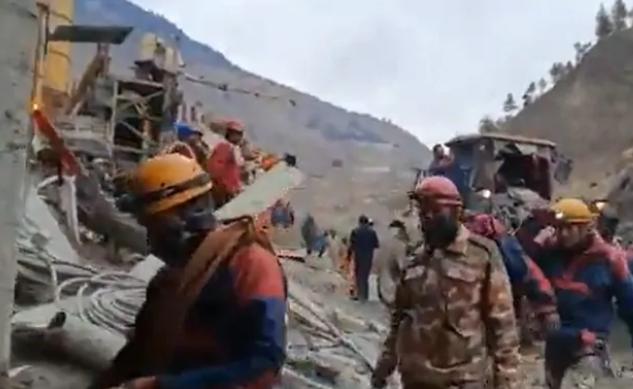 उत्तराखंड त्रासदी : 32 शव बरामद, सुरंग में फंसे 34 लोगों को निकालने का अभियान जारी