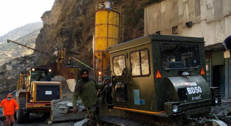 तपोवन टनल में भरा पानी, रेस्क्यू ऑपरेशन रुका, राहतकर्मियों को बाहर निकाला गया