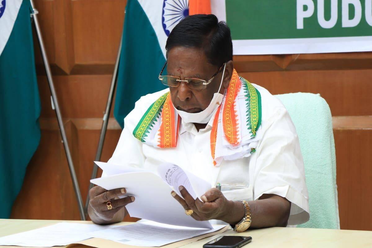पुदुच्चेरी की कांग्रेस सरकार ने खोया बहुमत, मुख्यमंत्री नारायणसामी ने दिया इस्तीफा