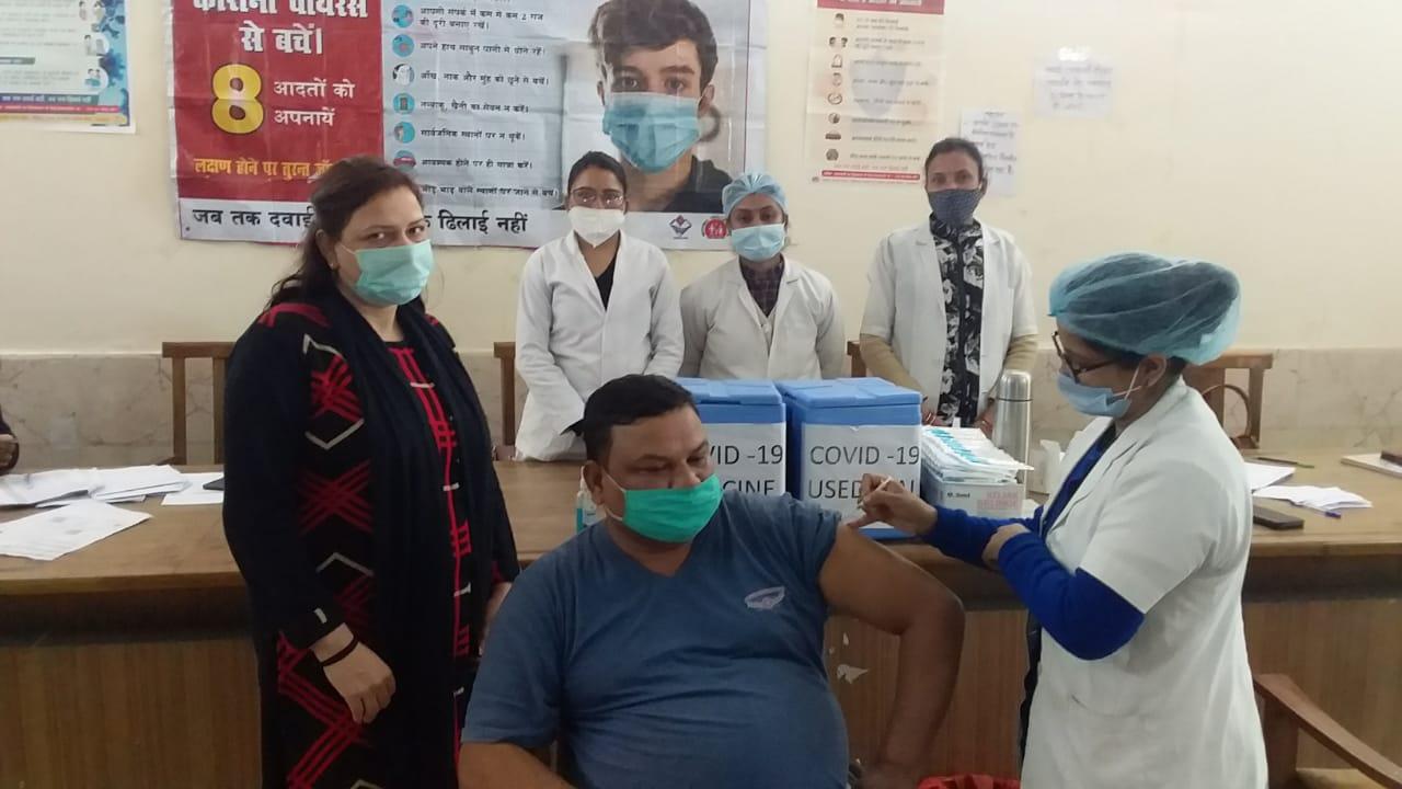 नगर निगम में लगाई जा रही है कोविड वैक्सीन