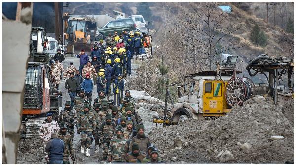 परिजनों का टूट रहा सब्र, NTPC को उम्मीद- सुरंग के भीतर जिंदा होंगे लोग