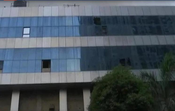 मुंबई: कोविड अस्पताल में आग से 10 की मौत, 12 घंटे बाद भी आग पर काबू नहीं