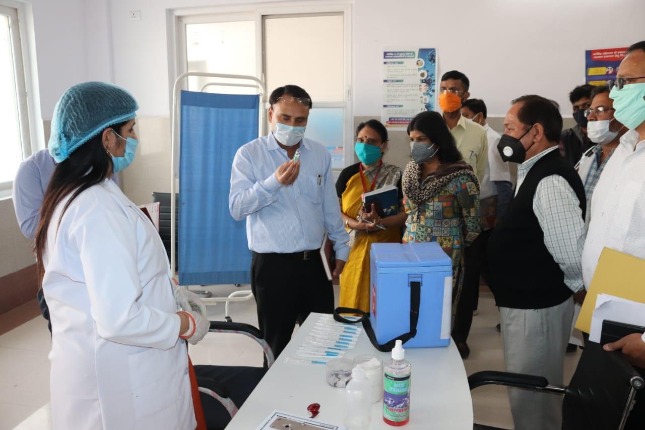 स्वास्थ्य सचिव नेगी ले लिया अस्पताल की व्यवस्थाओं का जायजा