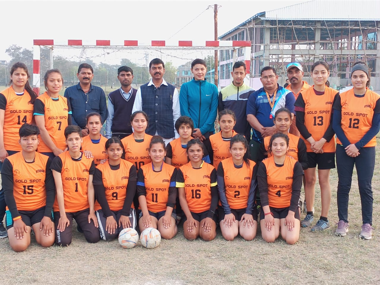 सीनियर महिला हैंडबॉल टीम बरेली रवाना