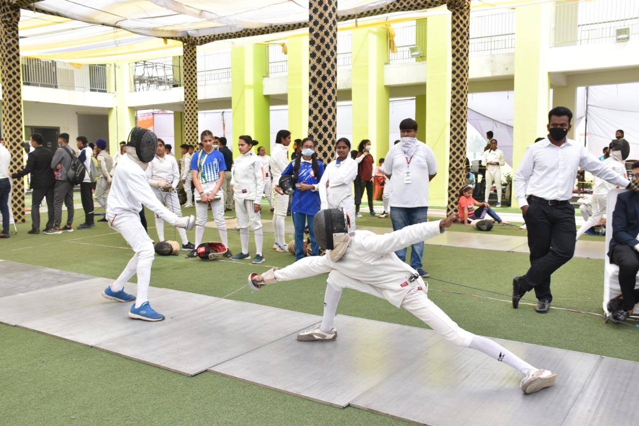 तलवारबाजी प्रतियोगिता में बालक बालिकाओं ने दिखाया जौहर