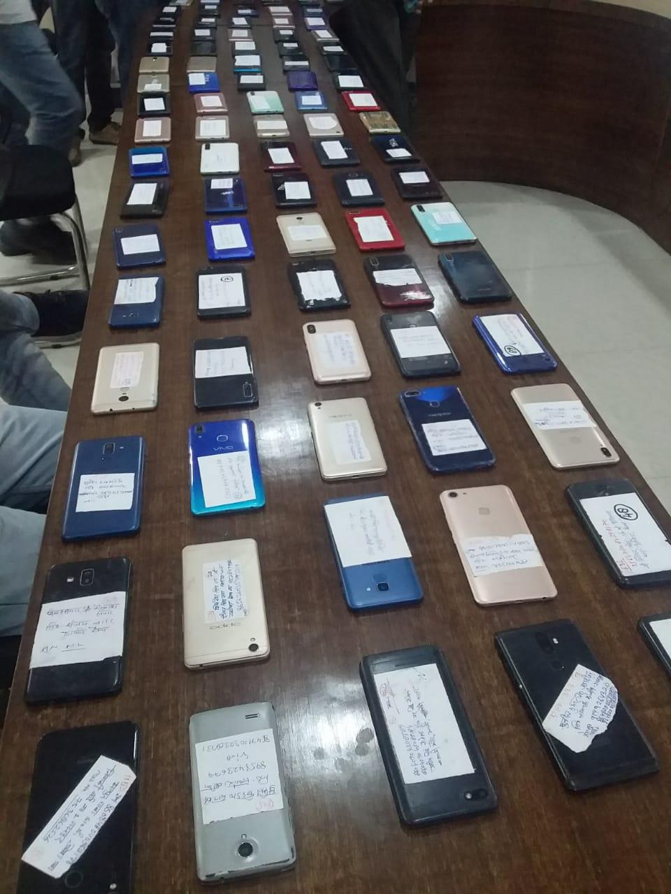 एसओजी टीम ने मोबाइल धारकों के चेहरे पर लौटाई खुशी