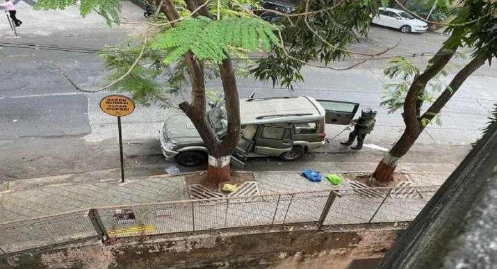 मुकेश अंबानी के घर के पास विस्फोटक से भरी मिली लावारिस एसयूवी का मालिक मृत पाया गया