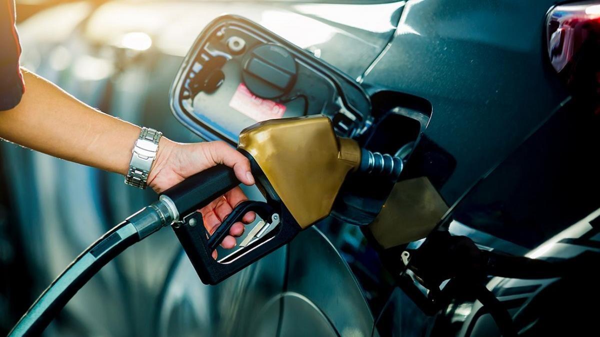 सरकार ने लोकसभा में मानी पेट्रोल-डीजल से खूब कमाई की बात, वित्त मंत्री बोलीं-GST में लाने का प्रस्ताव नहीं