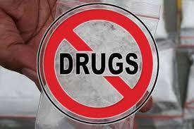 एंटी ड्रग्स टीम और पुलिस ने दुकान पर मारा छापा