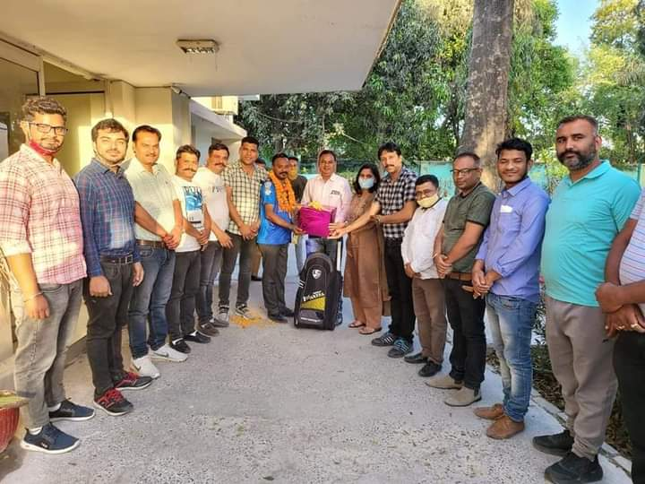 डीपीएल में भाग लेने रुद्रपुर के दिव्यांग खिलाड़ी दुबई हुए रवाना मेयर रामपाल सिंह ने किया रवाना, हर संभव मदद का दिया आश्वासन