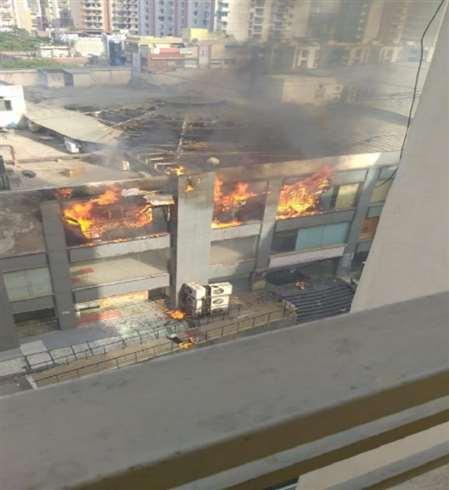 गाजियाबाद के जयपुरिया मॉल में लगी भीषण आग, मची अफरातफरी