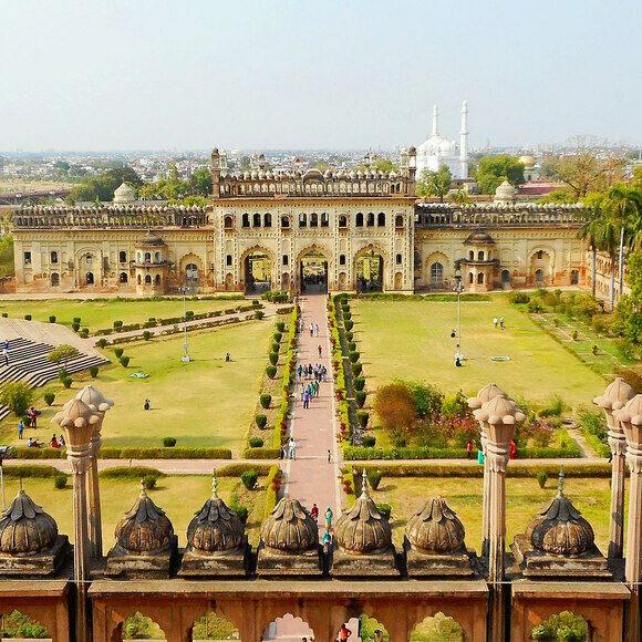 लखनऊ के बड़ा इमामबाड़ा समेत कई स्मारक अगले आदेश तक बंद