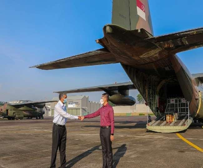 भारत की मदद को आगे आया सिंगापुर, 256 ऑक्सीजन सिलिंडर लेकर रवाना हुए वायुसेना के सी-130 विमान