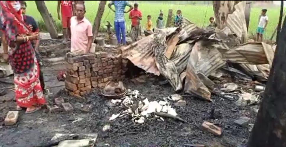 कनटोपा में भीषण आग, 15 झोपड़ियां राख, जानवर भी जले