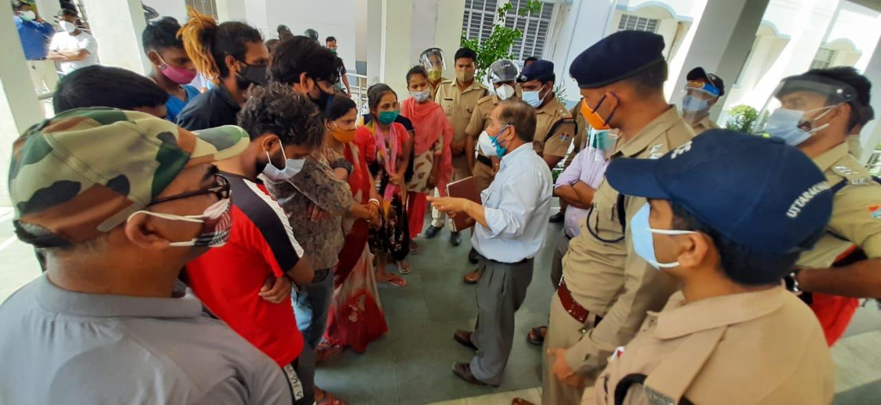 मेडिकल कॉलेज में हंगामा, अफसरों को घेरा