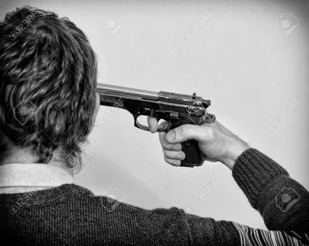 सूदखोर की धमकी से परेशान युवक ने खुद को गोली मारी