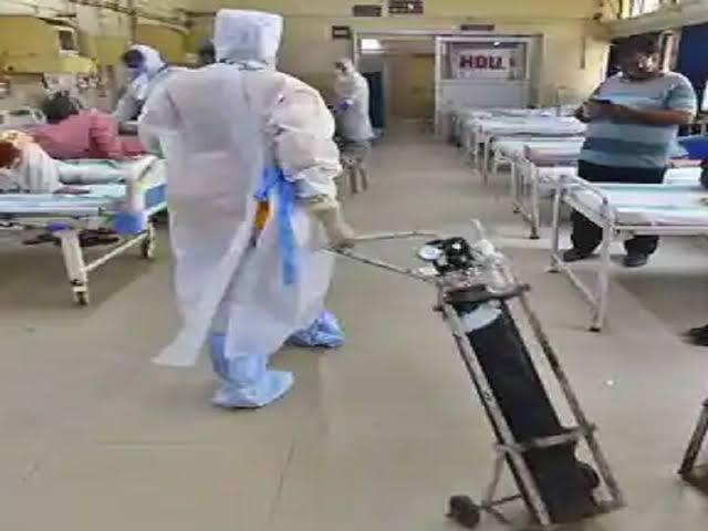 दिल्ली के अस्पतालों में ऑक्सीजन के लिए हाहाकार : जयपुर गोल्डन अस्पताल में 25 मरीजों की मौत