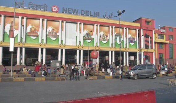 दिल्ली में लग सकता है वीकेंड कर्फ्यू : सूत्र
